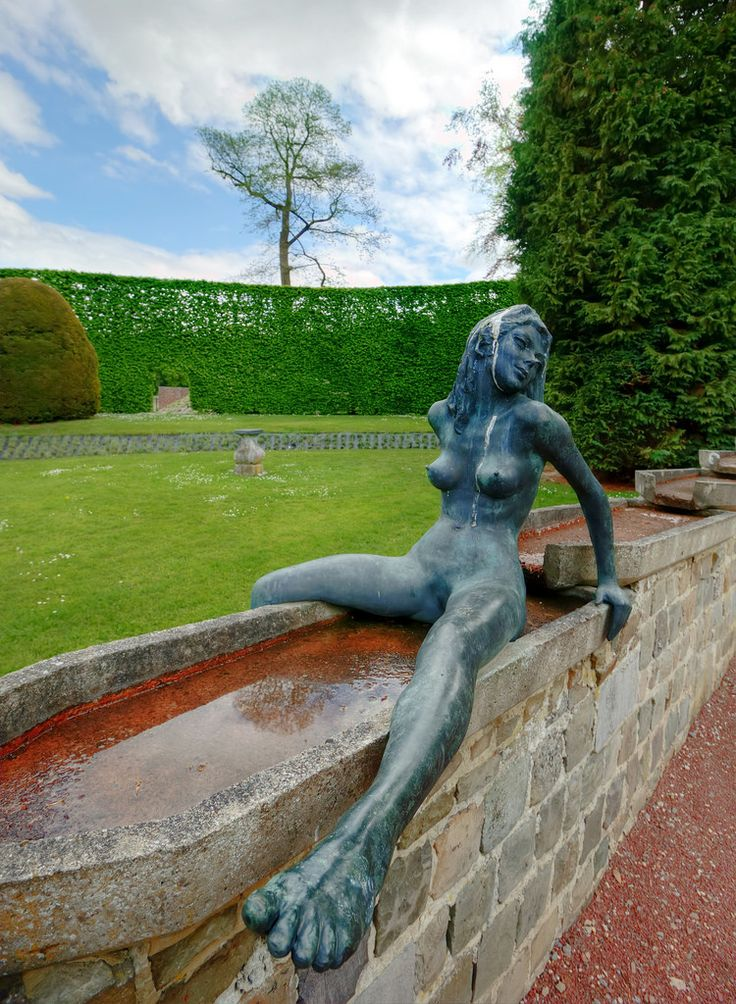 https://flic.kr/p/HpxpeM | Female statue at Chateau de Jehay | Jehay Castle or Jehay-Bodegnée Castle (French: Château de Jehay or Jehay-Bodegnée) is a castle situated in the municipality of Amay in the province of Liège in Belgium. en.wikipedia.org/wiki/Jehay-Bodegn%C3%A9e_Castle  IMG_8869_70_71_tonemapped_nw
