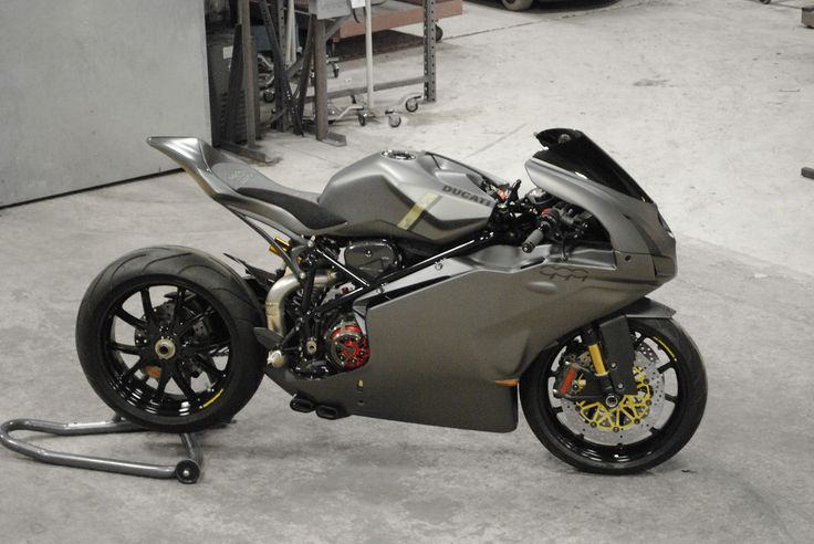 The New-Jersey-based workshop Arete Americana recently finished a custom build of the infamously divisive Ducati 999. Builder Bryan Peterson loved the controversial design and worked for more than a year to update it with trimmed fairings and an overhauled rear subframe. The finished motorbike features new Ducati Performance F04 Carbon Fiber fairings with BMW M3 …