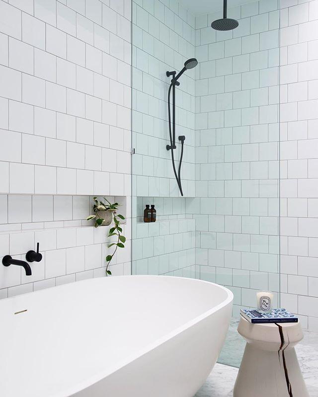 // OOH LA LA ... NEW Aussie Interior Design TALENT! Take it from us, @alexandramacmillan is ONE TO WATCH ;) Photo by @mindicooke :) Team DS. X #designstuff #bathroom #bathroomdesign #bathroominspiration #bathroominspo #bath #shower #blacktapware #brisbane #aussiehomes #interiordesign #interiorinspiration #australianinteriors #australianinteriordesign #australianhomes #alexandramacmillaninteriordesign #marble #freestandingbath