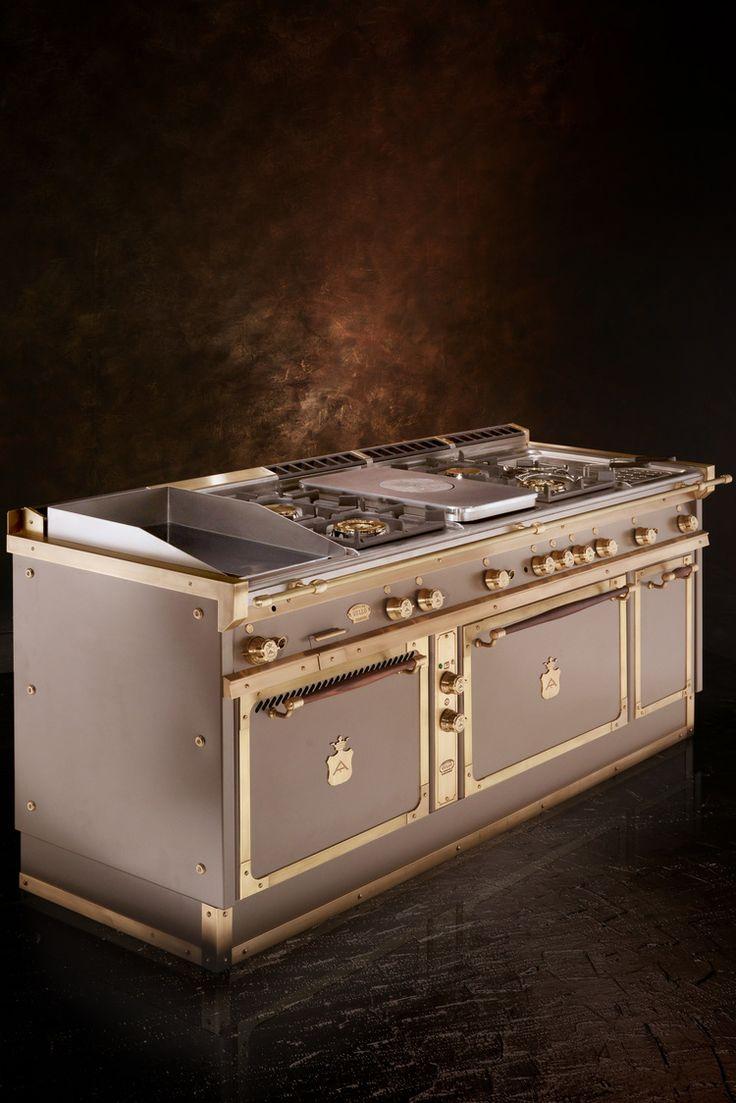 Officine Gullo realizza cucine in metallo di alta qualità sia per ambienti  domestici che per ristoranti. I blocchi cottura, piani di cottura,  bruciatori, cappe, elettrodomestici e accessori sono di livello  professionale e offrono l'esperienza di un ristorante a casa per tutti  quelli che amano gli oggetti raffinati. Con sede a Firenze, le cucine  professionali per la casa sono realizzate su misura e offrono un numero  infinito di configurazioni che seguono il vostro stile e gusto…