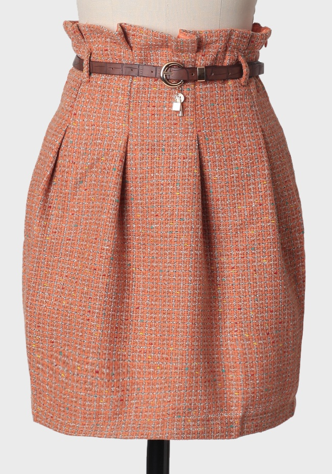 a different take on the pencil skirt... pleating and a ruffled waistline