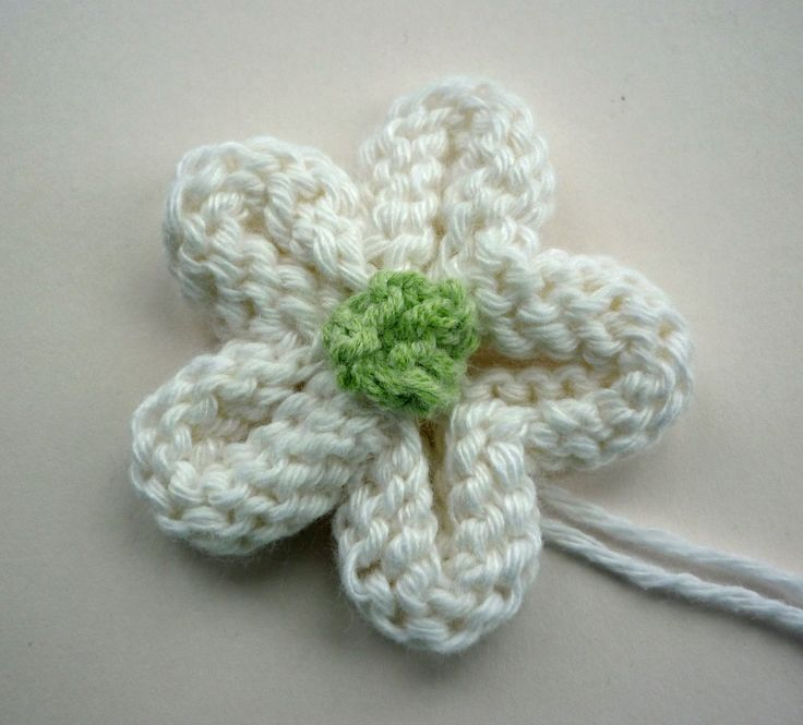 Easy Knitted Flower Tutorial. Lots of crochet flowers around, nice to see ones to knit!