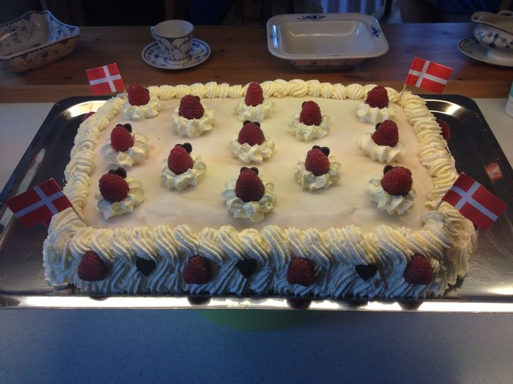 This is a birthday cake for my sisters boyfriend. With raspberry creme and banana.