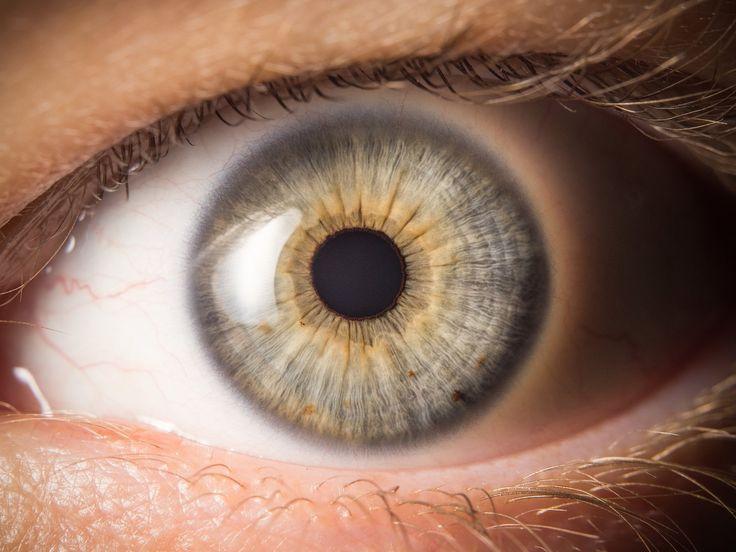 Článek o fotografování lidského oka, detailu duhovky.