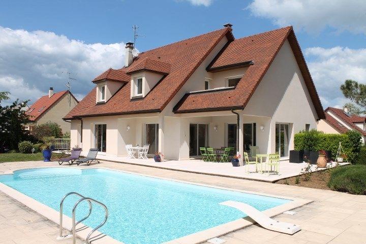 Maison contemporaine à vendre chez  Capifrance à Dijon.    Dans un cadre calme, tombez sous le charme de cette propriété de 270 m², 7 pièces, 5 chambres.    Plus d'infos > Catherine Duruz, conseillère immobilier Capifrance.