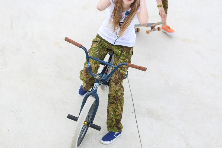 "Women's outdoor pants in camouflage ""Pencott Greenzone"" The model Infection from www.zombiehunter.eu"