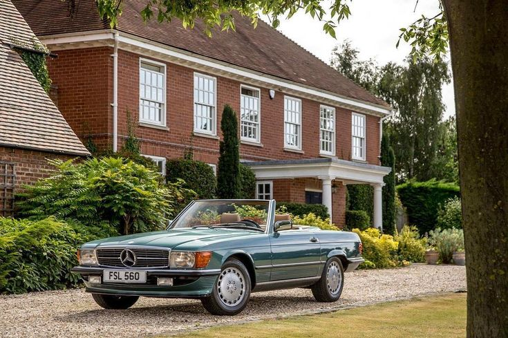 "108 mentions J'aime, 1 commentaires - theslshop (@theslshopuk) sur Instagram : ""Our 560 SL would make the perfect European tourer! Ready to be hired... #Mercedes #classicmercedes…"""
