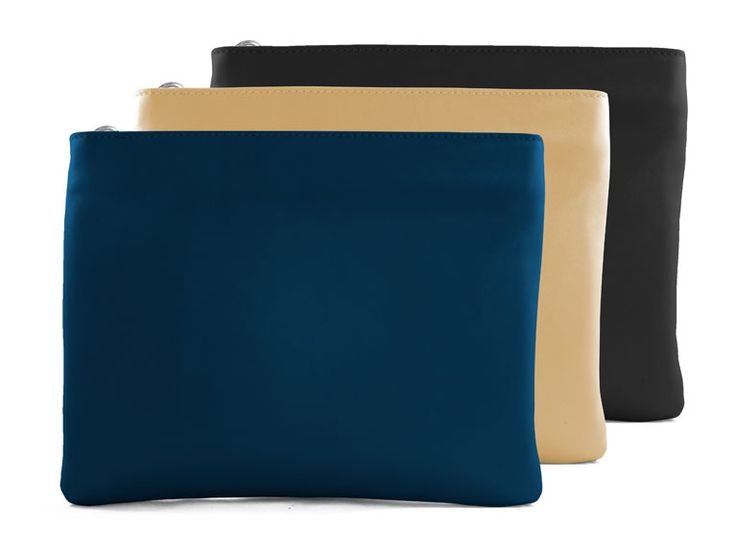 Phone-charging clutch from Everpurse
