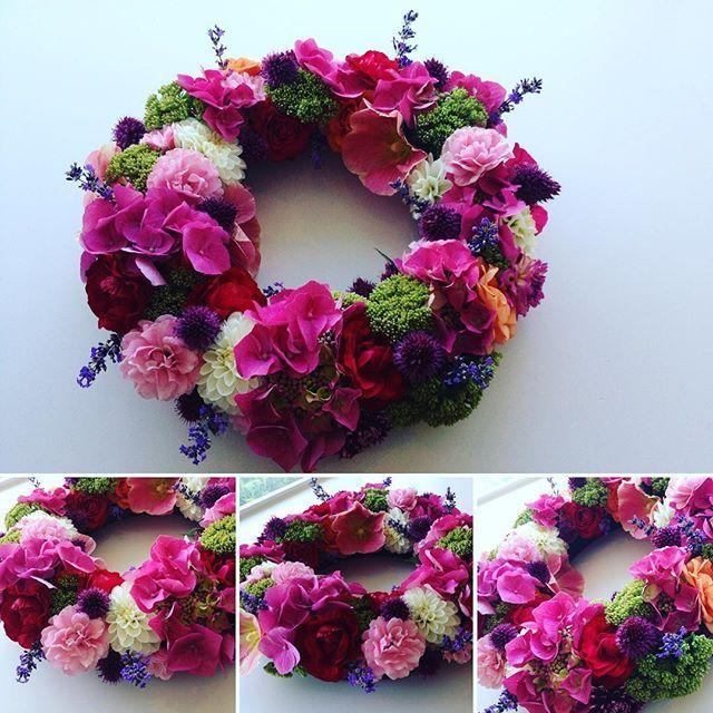 Jeg har lavet en krans fyld med kærlige tanker #etsidstefarvel #blomsterkrans…