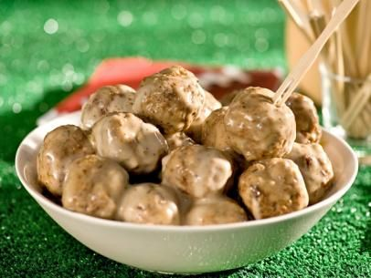 What's cooking? Alton Brown's Swedish Meatballs!Food Network, Alton Brown, Sour Cream, Fun Recipe, Brown Swedish, Meatball Recipes, Foodnetwork, Ground Turkey, Swedish Meatballs Recipe