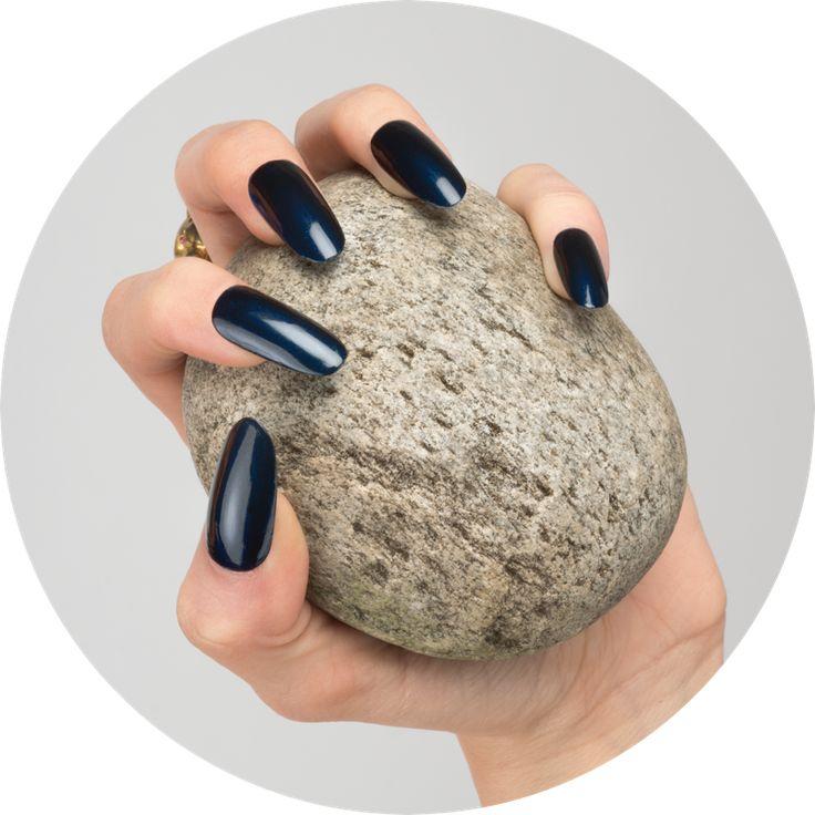 HOW | Nail Polish  09. Hudson Deep Blue www.wemakeup.it/#how