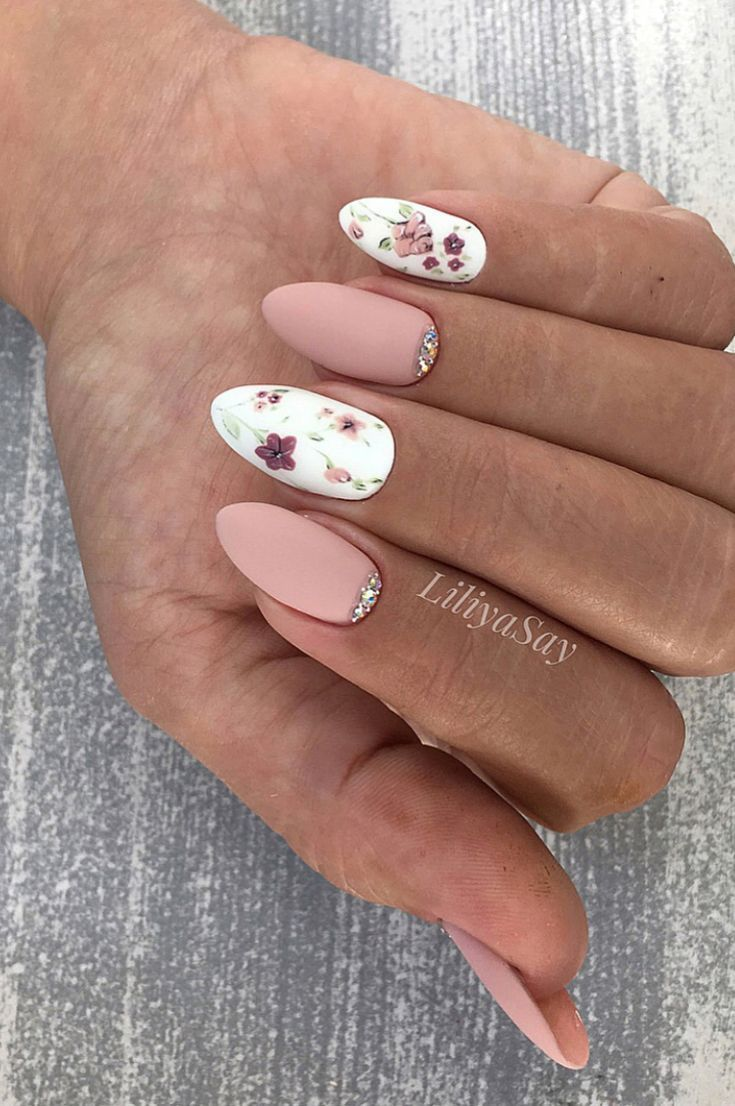 Nails Design: Night Entertainment for 42 Festive and Shining Nail Art Ideas for the New Year 2019 – Page 32 of 42 #design #entertainment #f …