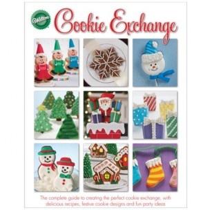 Het Cookie Exchange book van Wilton bevat meer dan 150 ideeën voor koekjes in het kerst-/winterthema, zoals Sneeuwvlokken, Kerstbomen, Sterren, Ornamenten, and 'Gingerbread Boys'.