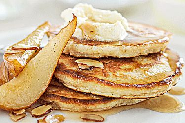 Oat hot cakes with maple pears and almonds