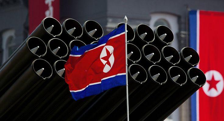 Le drapeau nord-coréen  pourquoi interdire  des armes   atomimique a certains pays mais pas aux autres pouquoiles USA dispose des bombes nucleaire en  ITALIE en TURQUIE en ALLEMAGNE et ailleur alors normalement les USA doivent les garder chez eux