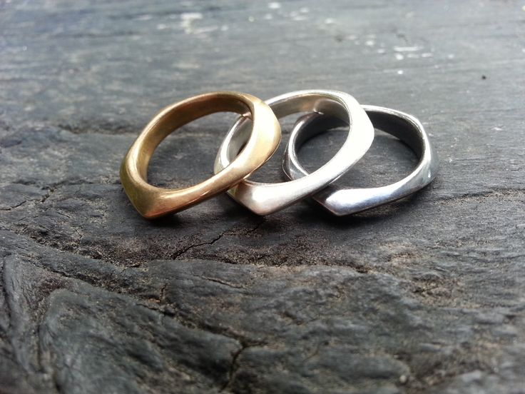 Emily Efford – Irregular shaped rings in bronze, polished and patinated sterling silver