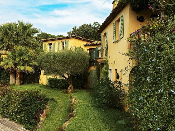 Location vacances maison La Croix Valmer: Villa sur 2 niveaux, façade côté jardin