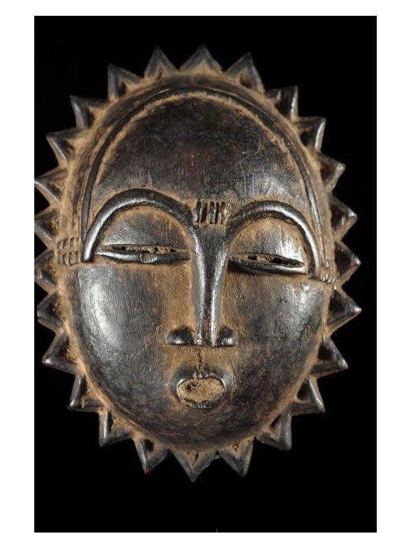 Le masque pour la peau de la personne enclin à lallergie