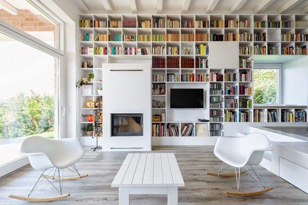 La casa dei libri #fireplace #bookcase