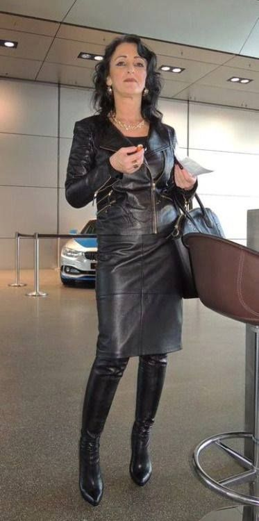 Popular Mature Women Wearing Leather Boots - Sex Porn Images