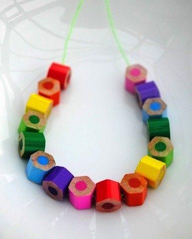 Gioielli fai da te con materiali di riciclo in questo caso, con dei pezzi di matita colorata☺️ spero l'idea vi piaccia