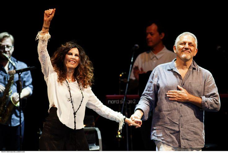 https://flic.kr/p/KceXSr | Ελευθερία Αρβανιτάκη - Νίκος Πορτοκάλογλου - 19/07/2016 | Οι εξαιρετικοί Ελευθερία Αρβανιτάκη και Νίκος Πορτοκάλογλου στο Φεστιβάλ Αμαρουσίου 2016 Like us @ Facebook: www.fb.com/festivalmaroussi Follow us @ Twitter: www.twitter.com/festivalmarousi