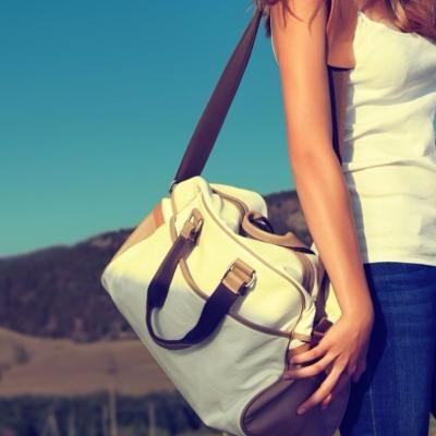 バッグにバンダナがかわいい♡巻き方・結び方まとめ - curet [キュレット]