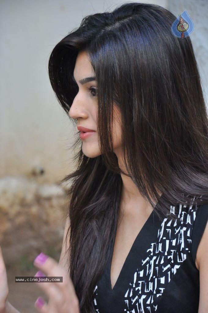 4e8463aed130fb1024225c4505501772 Kriti Sanon Hairstyles - 20 Best Hairstyles of Kriti Sanon