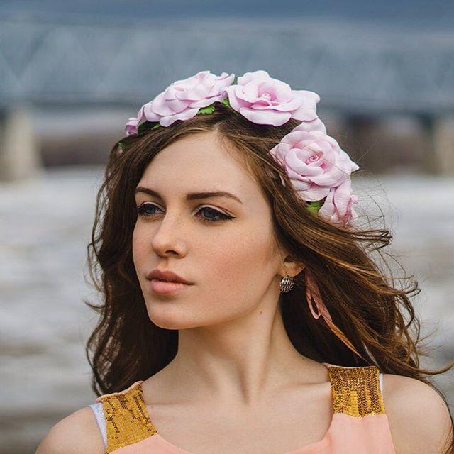 WEBSTA @ middlemist54 - Красавица Катюша🌸 Фото от красотки @nastya_trubitsina  #middlemist #миддлемист54 #love #beautiful #girl #photo #photographer #веночекнаголову #веночек_из_цветов  #цветочный_венок
