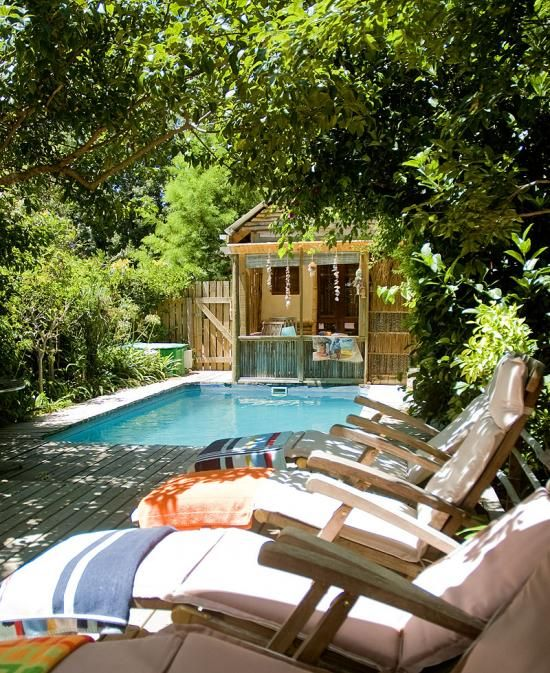 Bamboo Guest House, Knysna is situated in the enchanting coastal town on the Western Cape's world acclaimed Garden Route.