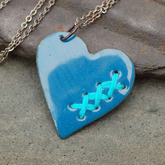 Remendada esmalte roto corazón colgante collar joyería esmaltada cobre cosida del dril de algodón azul