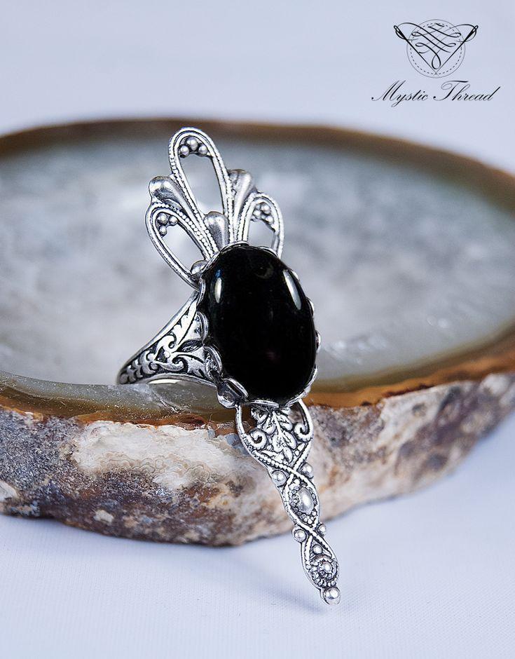 jet black gem gothic victorian adjustable ring / e-shop: www.mysticthread.com / facebook: www.facebook.com/mysticthread.ltd  #gothicring #victorianring #blackring #gothicjewelry #victorianjewelry #adjustablering #mysticthread #adjustable #ring #jewelry #accessories #vintage