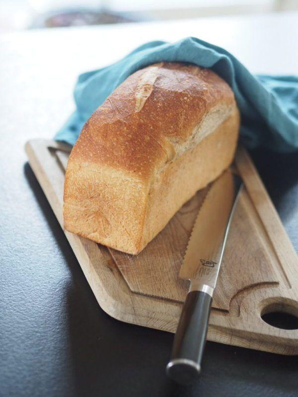 Ett gott hembakt bröd! Det är inte mycket som slår det i mitt tycke. Det är inte heller särskilt svårt att göra. Här kommer ett recept på ett klassiskt ljust formbröd som faller de flesta i smaken.   Receptet är för 2 st 50g jäst 75 g smör 5 dl mjölk 1 ägg 1 …