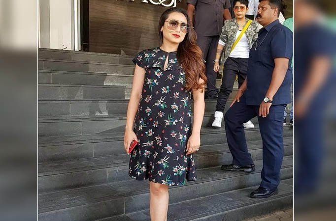 "News Comfortable romancing younger actors on screen: Rani Mukerji Actress Rani Mukerji on Tuesday launched the trailer of her comeback film Hichki here and said she has no issues romancing younger male actors on screen. ""I will be very comfortable romancing younger actors on screen. I..."