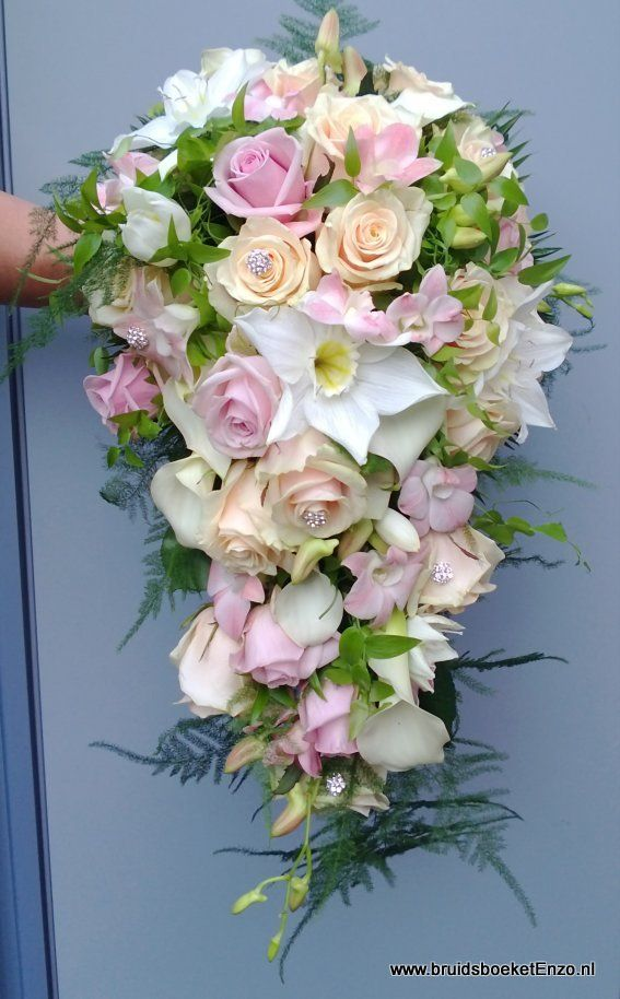 bruidsboeket druppel roze wit zalm rozen eucharis dendrobium