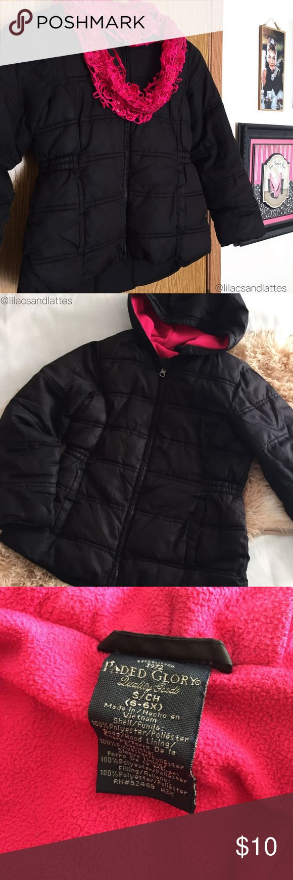 👧🏻Girls Black Puffy Jacket w/Pink Lining {Faded Glory} Girls Black Puffy Jacket w/Pink Lining • Jacket is in excellent condition with a couple small flaws on the left sleeve (pictured) • Thick and warm; 2 front pockets. Size S (6-6X) • 100% Polyester. Only Reasonable Offers Accepted, please use chart for reference. ❌Lowball Offers/Trades/Offline Transactions. ✅Bundles of 3 or more listings are discounted 10%. 👦🏼👧🏻Check out my other listings in the Kids Styles Sections💟 Thank you🍭…
