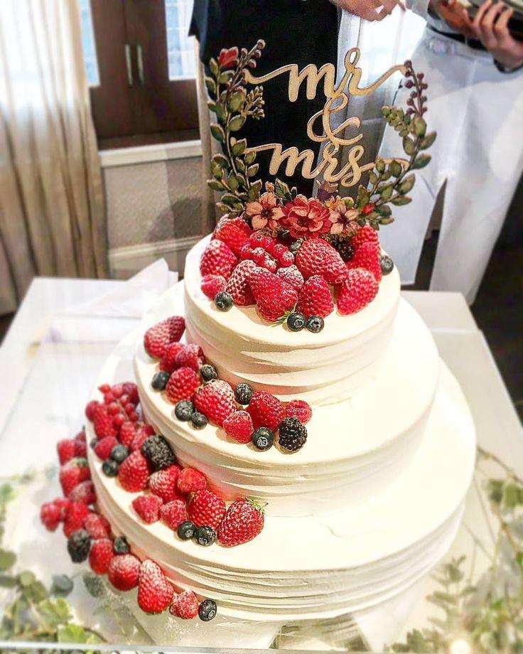 お気に入りの ウェディングケーキ 味ももちろん◎ ケーキトッパー、すごくよかった!これは海外のサイトで買って一番よかったって思ったもの。 #ケーキトッパー #ウェディングケーキ #ちーむ0429 #卒花嫁 #ウェディングレポ #weddingcakes http://gelinshop.com/ipost/1523179875531700639/?code=BUjbAbSFzmf