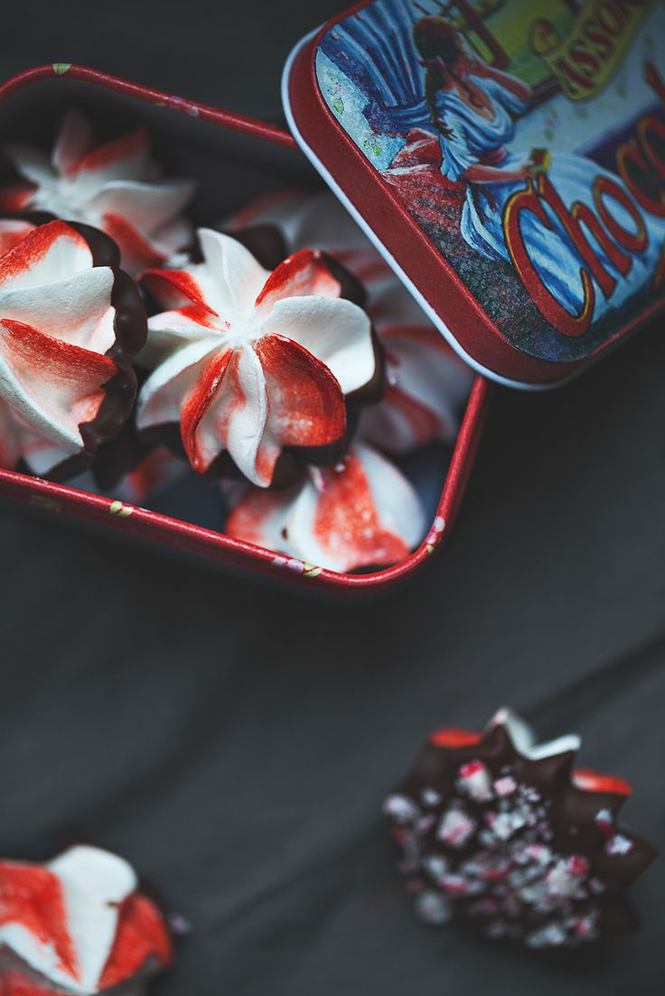 peppermint meringue kisses
