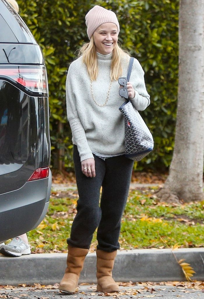 8681f585f910 7 Ways Celebs Are Wearing Ugg Boots in 2019 in 2019 | Like the hat ...