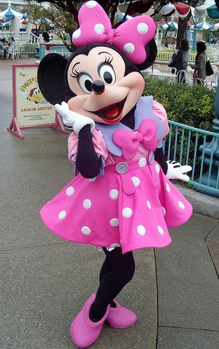It's Minnie! Wave to her.