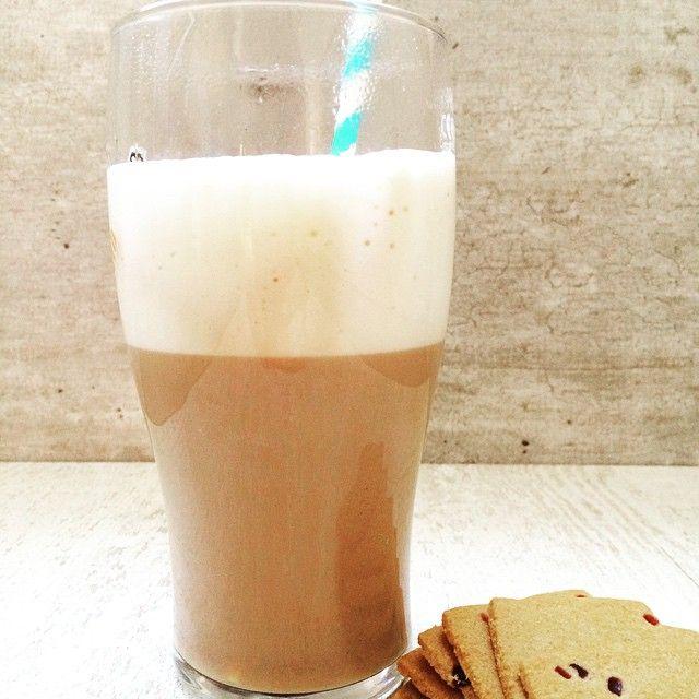 #Amarula #icecoffee met rasperberry thins van @jules_destrooper #foodybox #weekend