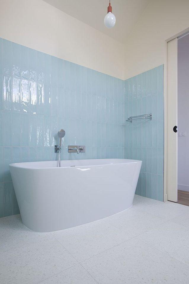 La Baignoire En 2020 Maison Carrelage Salle De Bain Meuble Vasque