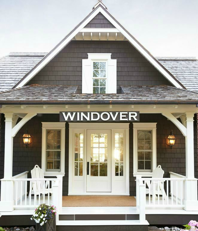 Windover Lake house on Lake MuskokaWindover: A Muskoka Lake House with a Boat House for Guests http://hookedonhouses.net/2015/08/31/windover-a-muskoka-lake-house-with-a-boat-house-for-guests/