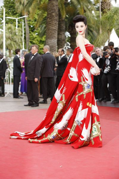 Fan Bingbing in dress by Bo Kewen    http://www.jingdaily.com/en/luxury/an-event-tailor-made-for-shanghais-high-rollers/