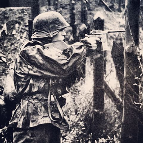 "Waffen-SS mit mauser M712 ""schnellfeuer"" , ostfront 1943 - pin by Paolo Marzioli"