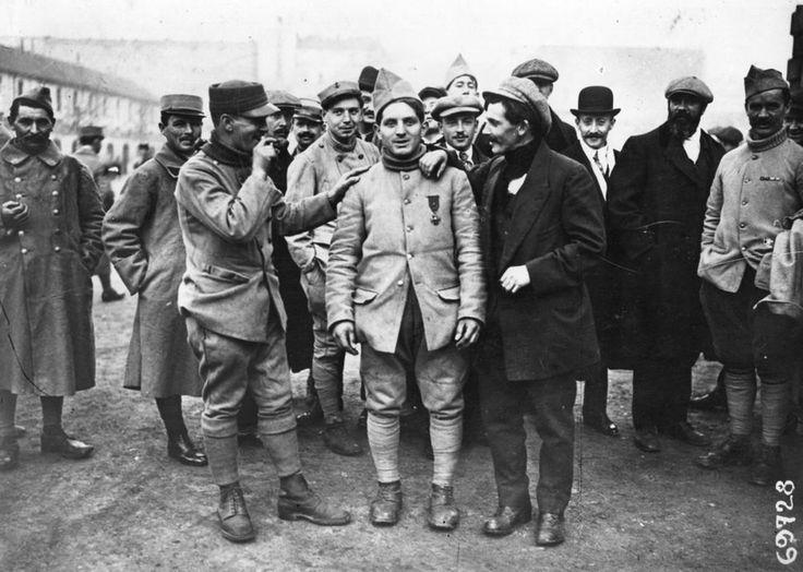 S'en sortir avec les horreurs | En 1919, des prisonniers français de retour d'Allemagne. (Topical Press Agency. Getty Images)