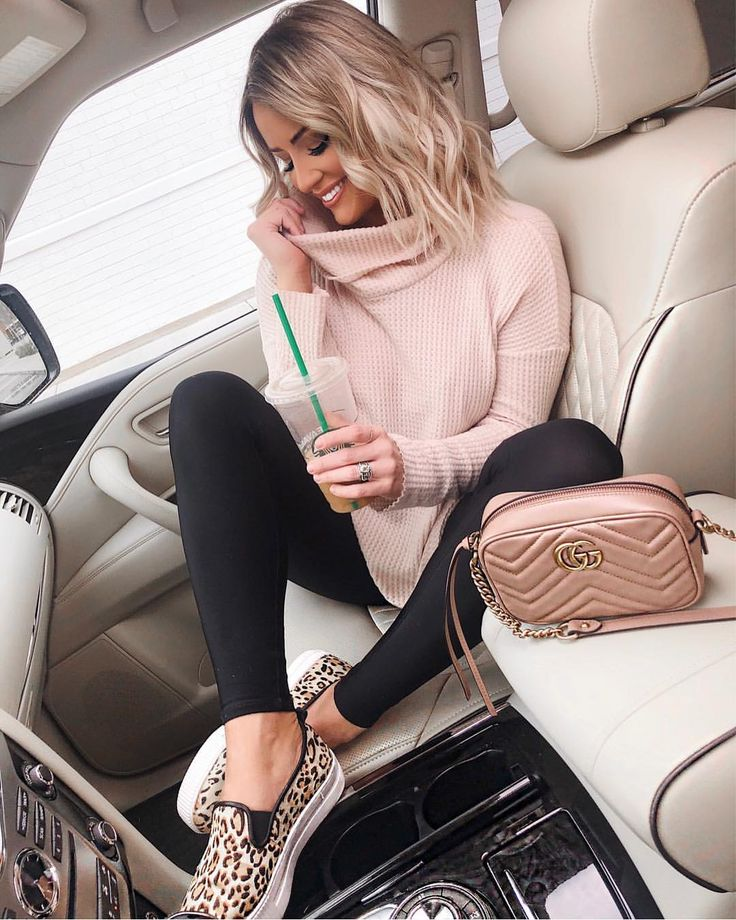 Bundled up heading to brunch on this Saturday morning 🍂🍁 this cozy over-si…