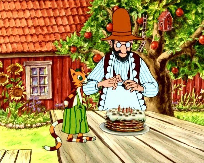 Petterson y Findus preparando el pastel de cumpleaños