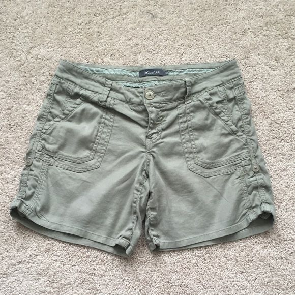 """Anthropologie olive shorts sz 28 Olive cargo shorts by level 99 ! Great condition and can be shortened with a tie up button ! Waist measures 15"""", inseam 6"""" and length 13.5"""" Anthropologie Shorts"""