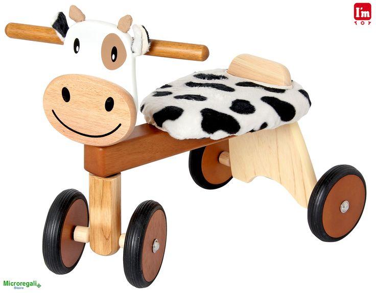 Triciclo in Legno MUCCA cm 47x42x30 per bambini. Primi Passi. Età 12 Mesi. I'm Toy.I'm Toy sono giochi e giocattoli prodotti in Thailandia, sono Eco Friendly poiche' utilizzano legno di alta qualita' degli alberi della gomma che non sono piu' produttivi e vengono quindi abbattuti. In questo modo si da nuova vita al legno.